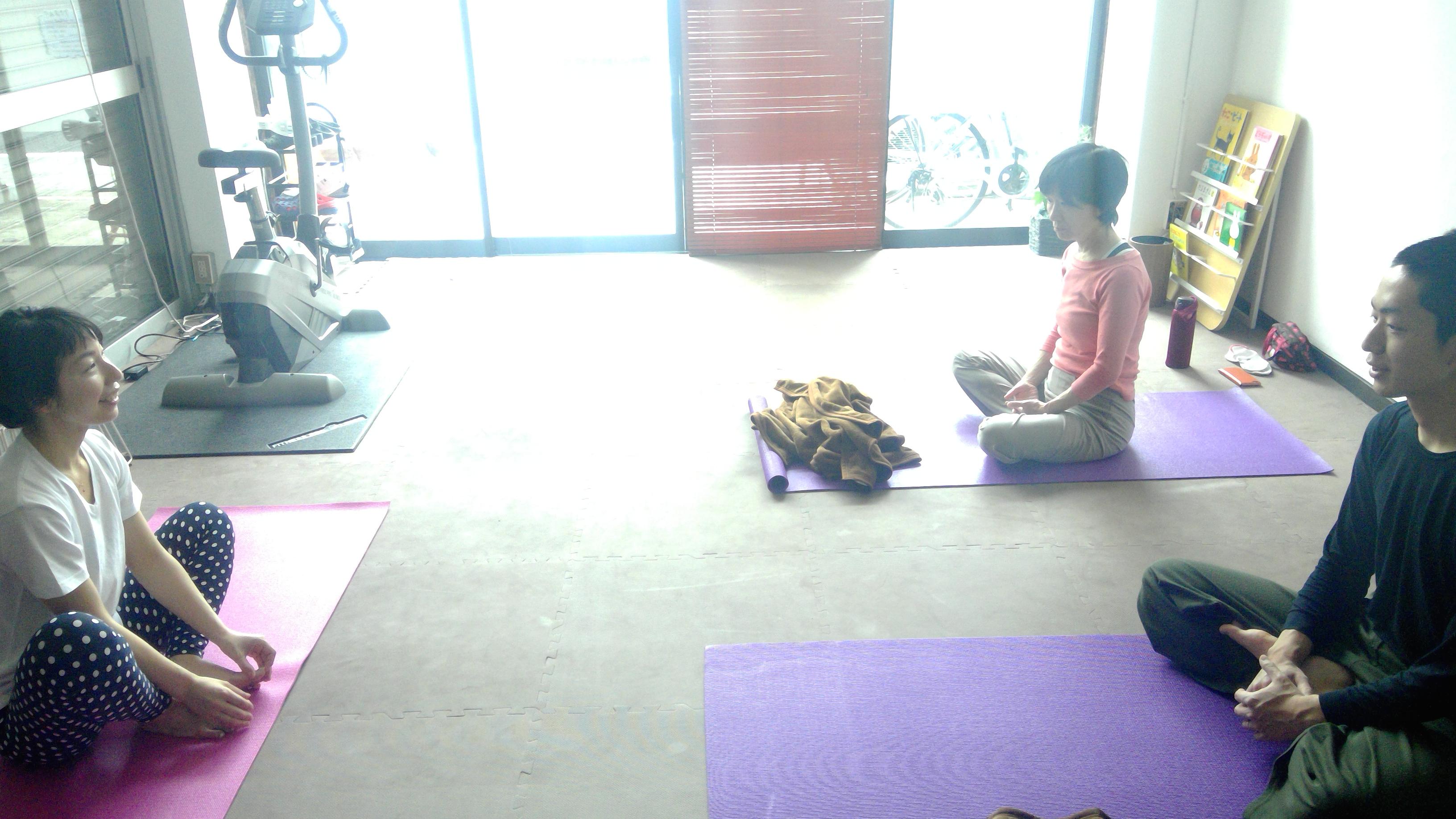 初回ヨガ!母の日感謝の瞑想、体幹がピンッ!